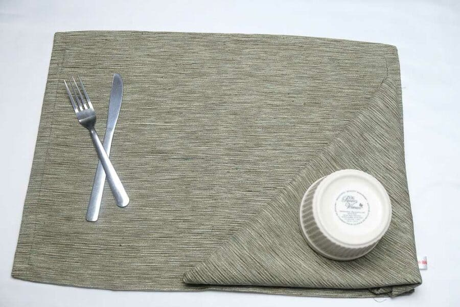 place-mats-standard-size-sandy-brown-balooworld